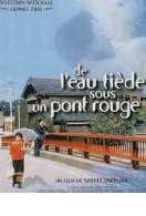 De l'eau tiède sous un pont rouge
