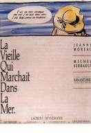 Affiche du film La vieille qui marchait dans la mer